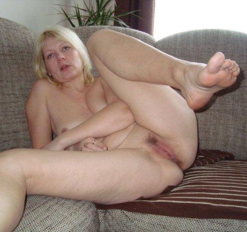 blonde MILF lässt sich tabulos ficken!